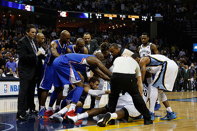 Zach Randolph, Blake Griffin wrestle; Z-Bo, Chris Paul ejected …