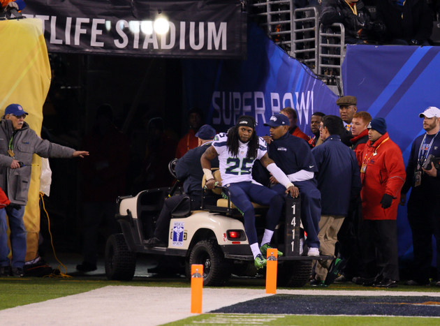 Seahawks cornerback Richard Sherman carted off the field becaus…