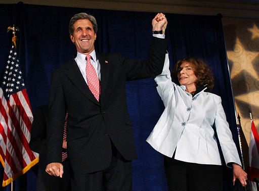 John Kerry and Teresa Heinz Kerry clasp hands at a 2004 fundraiser