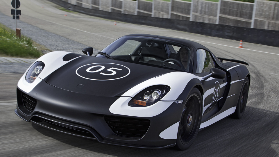 porsche 918 spyder hybrid puts out 770 hp 78 mpg motoramic dash. Black Bedroom Furniture Sets. Home Design Ideas