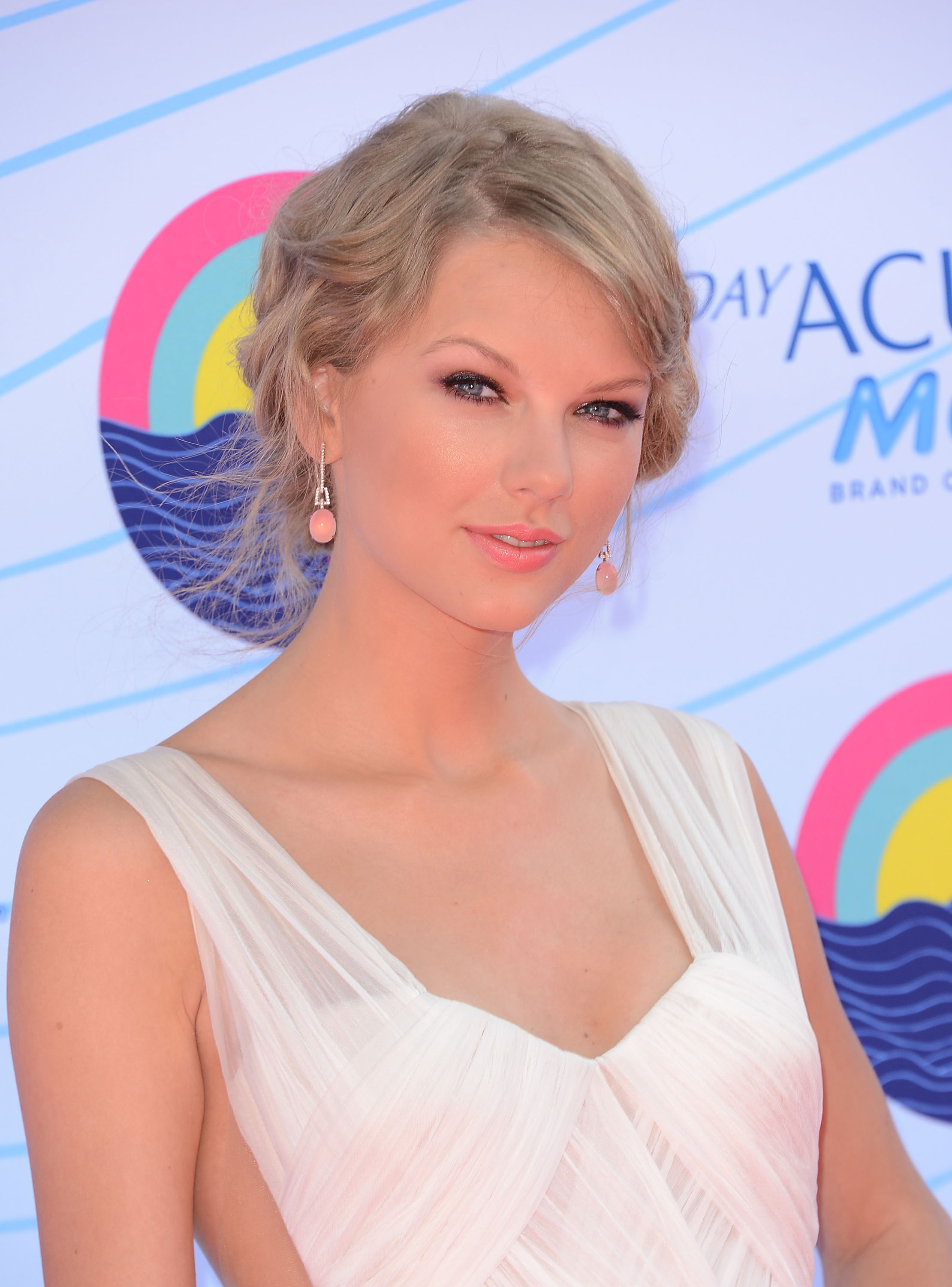 swift dating schwarzenegger Is miley cyrus dating patrick schwarzenegger singer miley cyrus has been keeping her love life on the schwarzenegger was rumored to be dating taylor swift in 2012.