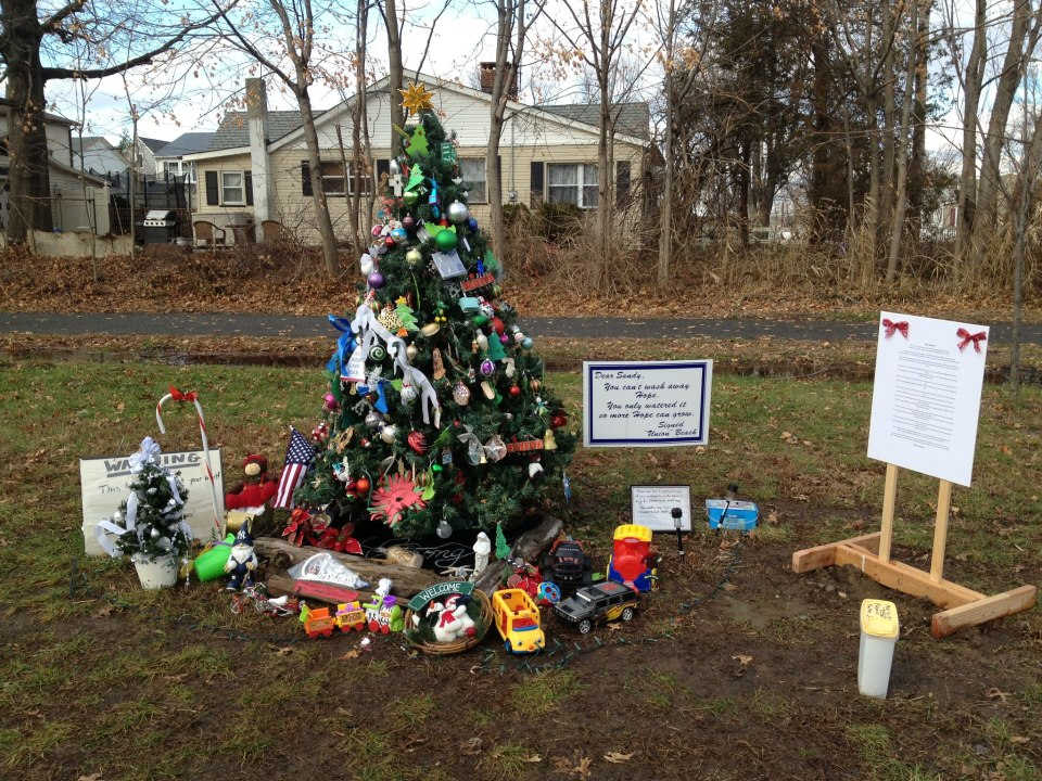 Christmas Tree Offers Hope To New Jersey Town Damaged By Sandy